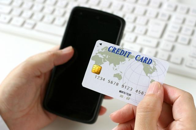 法人クレジットカードとビジネスローンの違いとは?
