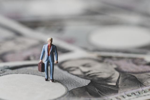 どこのビジネスローンを利用するかは金利重視で決めたほうがよい?
