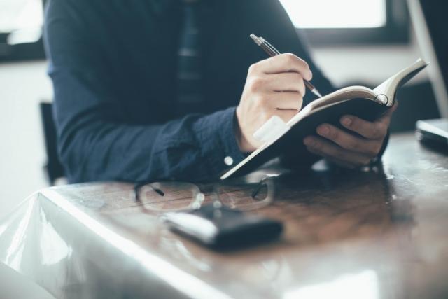起業家や経営者にとって味方となるアイテム「創業手帳」とは?